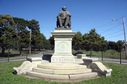 Barnum Statue